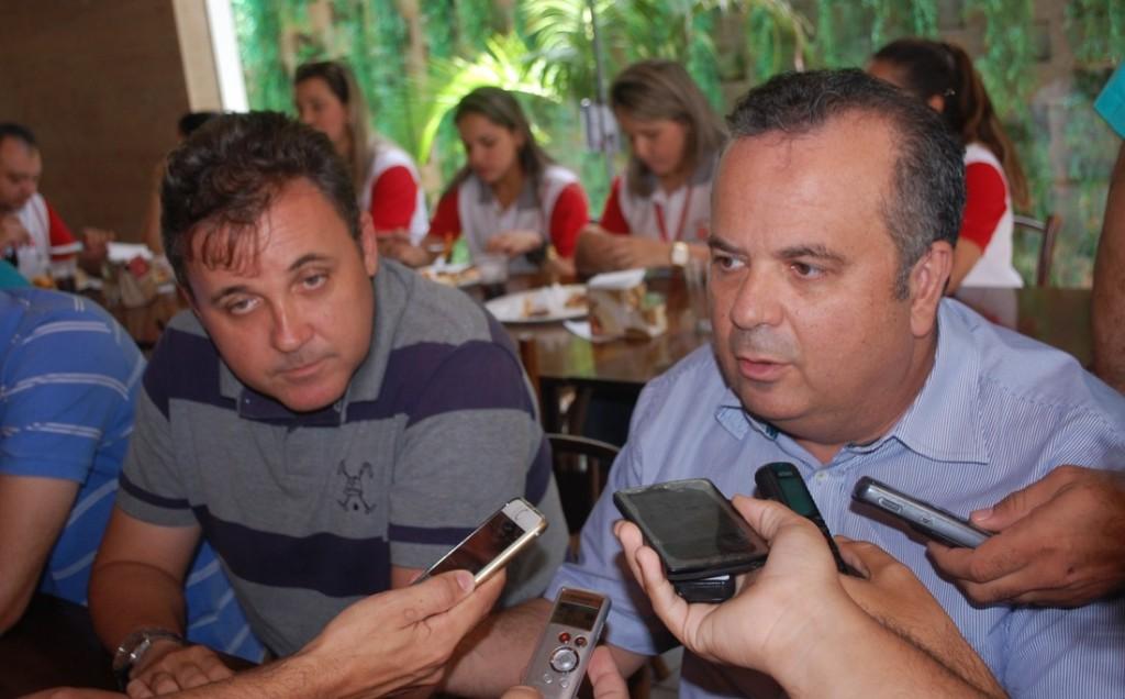 Resultado de imagem para Prefeito Batata com Rogério Marinho e Gustavo carvalho