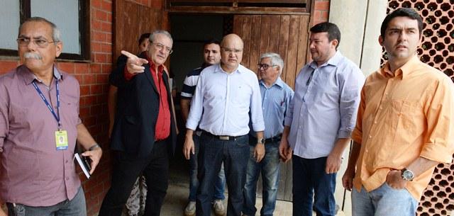Sec.-George-AntunesSesap-Sec.-Vagner-Araújo-Segepro-Dir.-Silvo-Santos-e-equipe-do-Governo