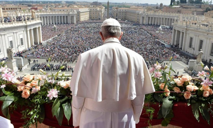 66390330_Pope-Francis-delivers-his-Urbi-et-Orbi-to-the-city-and-the-world-message-from-the-balco