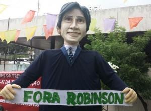 Boneco-Robinson-Faria-300x221