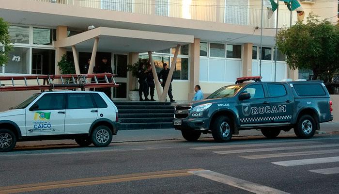 Policiais-na-Prefeitura-de-Caicó-Foto-Sidney-Silva