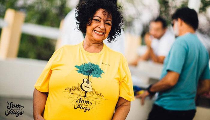 Dodora-Cardoso-comemora-40-anos-de-carreira-com-produção-especial-do-Som-sem-Plugs