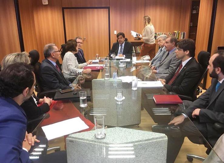 reunião de parlamentares no MEC