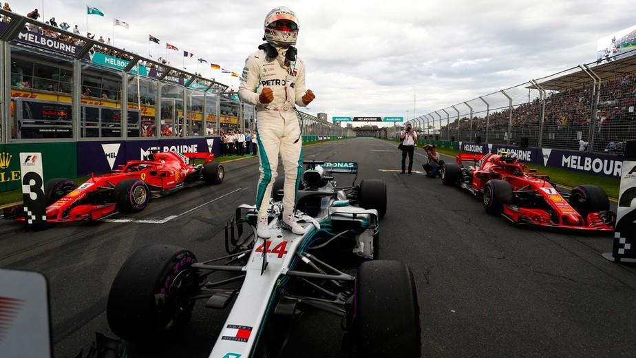 Hamilton deslancha no fim e conquista a pole position com recorde na Austrália