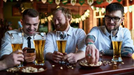 A pesquisa da Universidade de Cambridge analisou 600 mil pessoas e seus hábitos com álcool