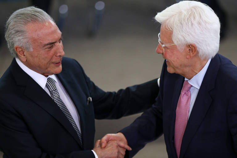 O presidente Michel Temer dá posse ao novo ministro de Minas e Energia, Moreira Franco