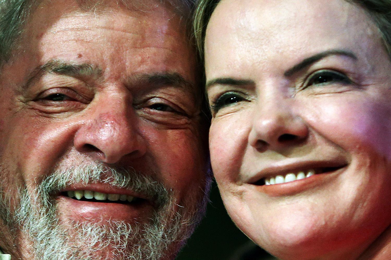 Gleisi Hoffmann ao lado de Lula