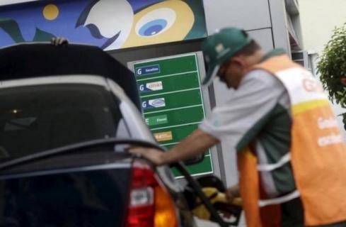 Petrobras aumenta preço da gasolina em 0,49%