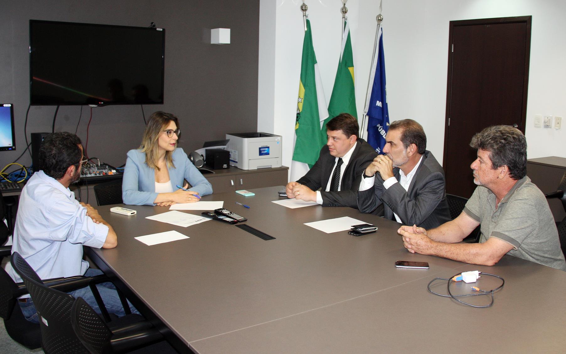 Procuradora-regional-eleitoral-Cibele-Benevides-em-reunião-com-representantes-do-PT-para-segundo-turno-no-RN
